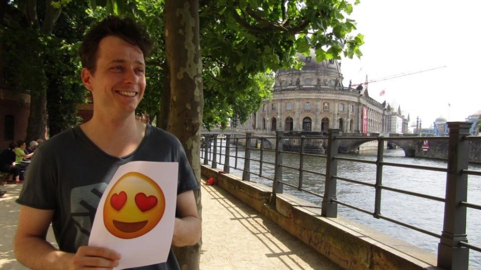 Emoji-Alarm: DER HAUPTMANN VON KÖPENICK im Interview!