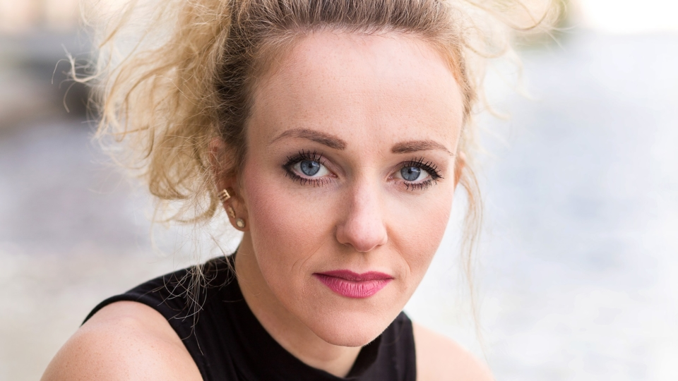 PODCAST: Mit Wolfgang Petry Hits zum Erfolg – Musicaldarstellerin Karen Müller im Unboxing Interview