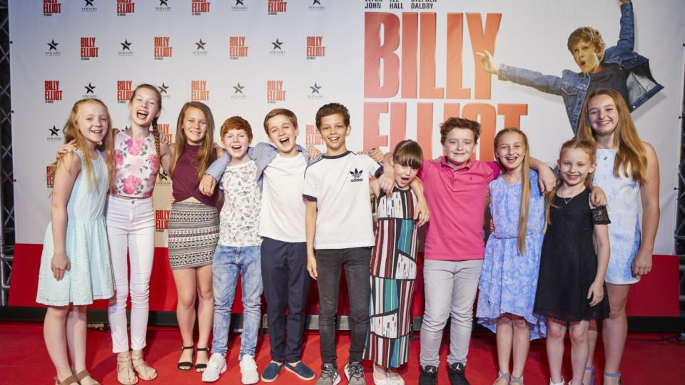 BILLY ELLIOT – The Musical feiert eine berauschende Deutschlandpremiere
