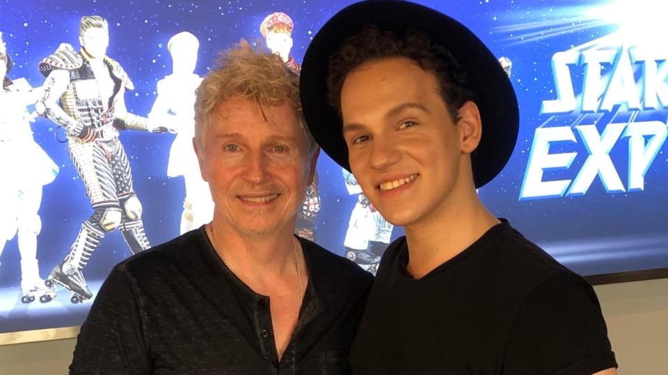 PODCAST: Der erste Rusty bei STARLIGHT EXPRESS in Bochum – Steven Skeels im Unboxing-Interview